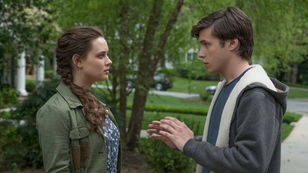Simon (Nick Robinson) talks to Leah (Katherine Langford) in 'Love, Simon'.