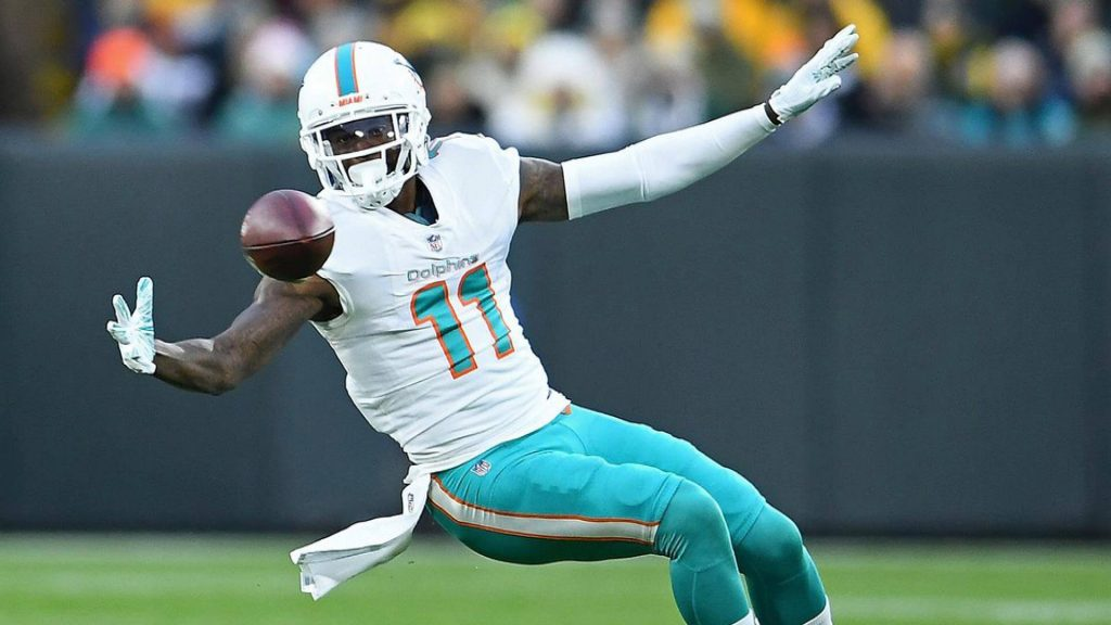 Devante Parker reaches to snag a pass for the Miami Dolphins. Parker is a under-the-radar play for Week 9 daily fantasy football.