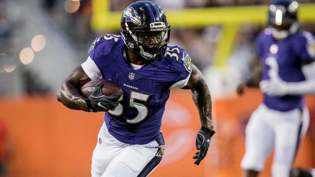 Gus Edwards rushes for the Baltimore Ravens